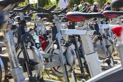 Filas de giro inmóviles de las bicis Imagen de archivo