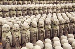 Filas de Jizo del japonés Imagen de archivo libre de regalías