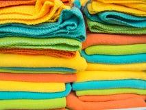 Filas de la toalla de mano colorida Fotos de archivo