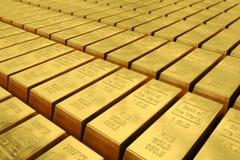 Filas de las barras de oro Imágenes de archivo libres de regalías