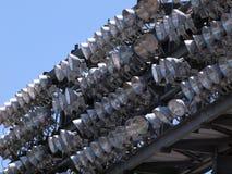 Filas de las luces del estadio del poder más elevado atadas a la cubierta superior Fotos de archivo libres de regalías