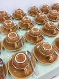 Filas de las tazas de café Fotografía de archivo