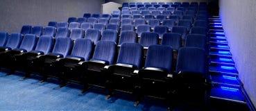 Filas de los asientos del teatro Imágenes de archivo libres de regalías