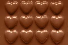Filas de los corazones del chocolate Fotografía de archivo libre de regalías