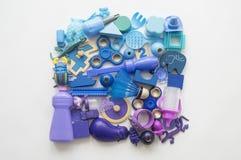 Filas de los osos coloridos del juguete del arco iris Color del arco iris de muchos juguetes de los niños Marco de los juguetes d foto de archivo