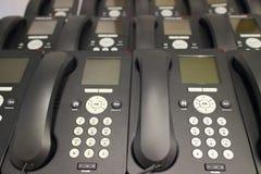 Filas de los teléfonos del IP de la oficina Fotos de archivo libres de regalías