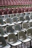 Filas de sillas imagen de archivo