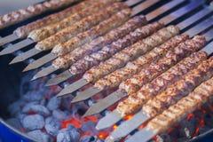Filas del kebab jugoso de la carne de vaca Foto de archivo