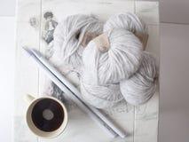 Filati di lana grigi dell'alpaga Fotografia Stock Libera da Diritti