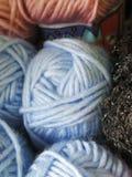 Filato di lana tinto naturale nelle Ande peruviane a Cuzco Fotografia Stock Libera da Diritti
