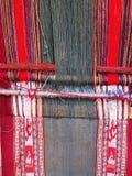 Filato di lana tinto naturale nelle Ande peruviane a Cuzco Fotografie Stock