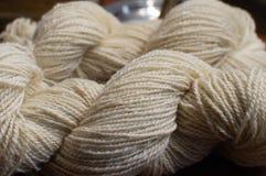 Filato di lana variopinto per tricottare fotografie stock