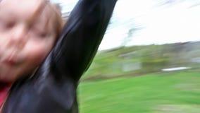 Filatura felice del ragazzo stock footage