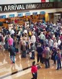 File d'attente à l'immigration d'aéroport, Singapour Images stock