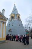File d'attente dans l'église dans Pâques dimanche Images stock