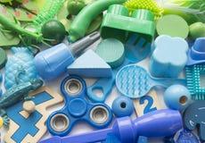 File degli orsi variopinti del giocattolo dell'arcobaleno Colore dell'arcobaleno di moltissimi giocattoli dei bambini Struttura d fotografia stock libera da diritti