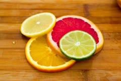 File dei cerchi della frutta Fotografie Stock