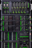 File dei dischi rigidi nel centro dati Immagine Stock