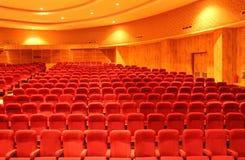 File dei sedili rossi del teatro Immagini Stock Libere da Diritti