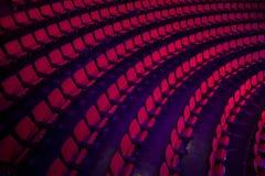 File dei sedili vuoti del teatro Immagini Stock