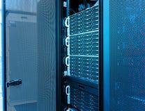 File dell'hardware del server nel centro dati Fotografie Stock Libere da Diritti