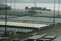 File delle automobili e dei coaaches Immagini Stock Libere da Diritti