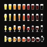 File di birra da luce a buio in vari vetri e tazze Icone della birra Illustrazione di vettore Fotografie Stock Libere da Diritti