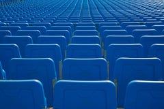 File di disposizione dei posti a sedere nel blu Fotografia Stock Libera da Diritti