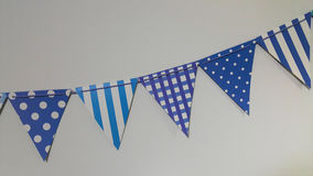 A fileira azul das bandeiras de papel preparou-se para a celebração Fotografia de Stock Royalty Free