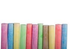 Fileira colorida de varas do giz fotos de stock royalty free