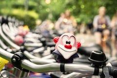 Fileira da bicicleta em um parque Fotografia de Stock