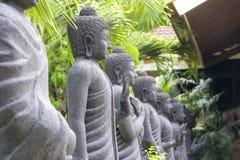Fileira da estátua da Buda em Mojokerto, Indonésia foto de stock royalty free