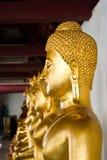 Fileira da estátua dourada de Buddha Imagens de Stock Royalty Free
