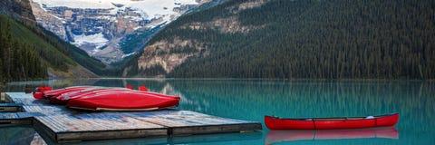 Fileira das canoas, parque nacional de Banff Foto de Stock