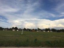 fileira das casas em um campo em Amarillo foto de stock