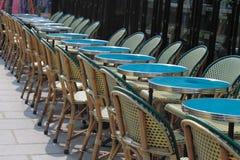 Fileira das tabelas na rua Foto de Stock