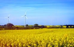 Fileira das turbinas eólicas na Suécia Imagens de Stock Royalty Free