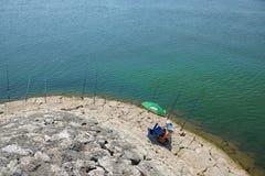 Fileira das varas de pesca no lago Skadar, Montenegro foto de stock royalty free