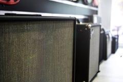 Fileira de amplificadores da guitarra Espaço da cópia da textura foto de stock royalty free