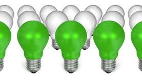 Fileira de ampolas verdes na frente do branco uns ilustração stock