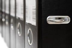 Fileira de arquivos pretos da alavanca do arco fotos de stock royalty free
