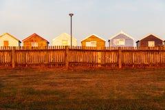 Fileira de cabanas coloridas da praia Imagens de Stock