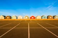 Fileira de cabanas coloridas da praia Foto de Stock