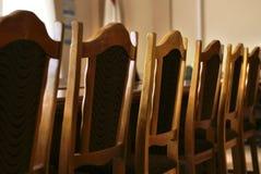 Fileira de cadeiras no quarto de reunião Foto de Stock