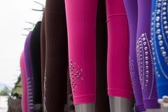 Fileira de calças justas do pé Foto de Stock