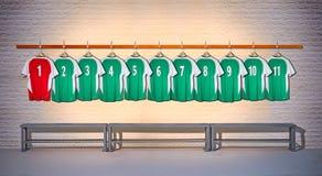 Fileira de camisas verdes e vermelhas das camisas do futebol 1-11 Imagem de Stock Royalty Free