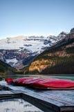 Fileira das canoas, parque nacional de Banff imagens de stock