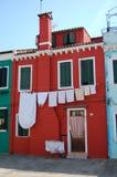 Fileira de casas coloridas na ilha de Burano fotografia de stock royalty free