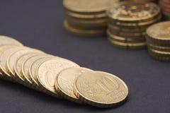 Fileira de centavos dourados Imagem de Stock Royalty Free