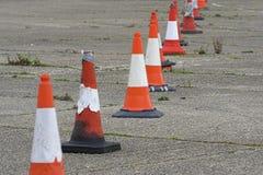 Fileira de cones do tráfego Imagens de Stock Royalty Free